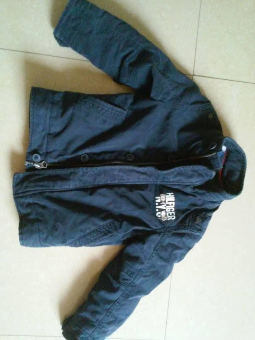 55f12c17df7 hermosa chaqueta de niño talla 4 tommy hilfiger 12. Cargando zoom.