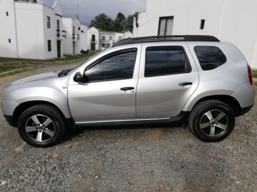 hermosa duster 4x2 1600cc 2013 gris