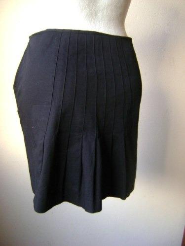 hermosa falda negra con tableado atrás talla 8!!   fach275