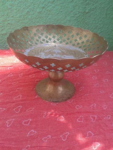 hermosa frutero de bronce pintado a mano antigua