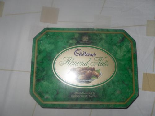 hermosa lata inglesa de chocolate cardbury de 1992