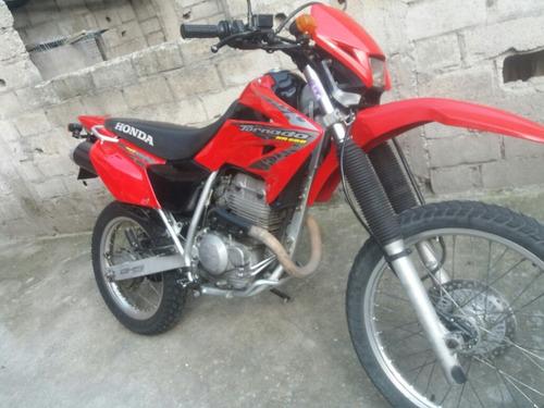 hermosa moto tornado 250 color roja 0979065076