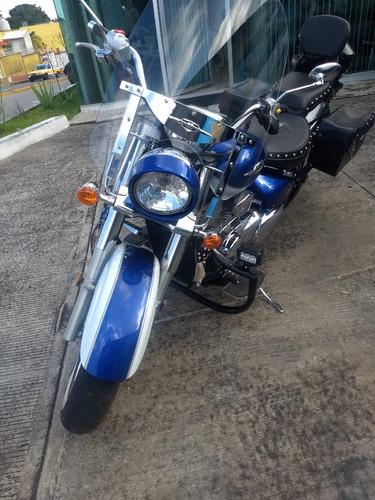 hermosa motocicleta susuki bulevard 2012