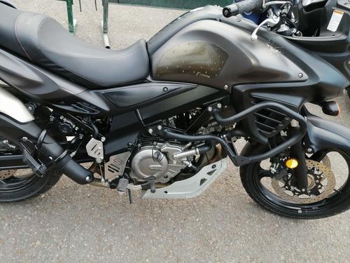 hermosa motocicleta suzuki vstrom 650 abs
