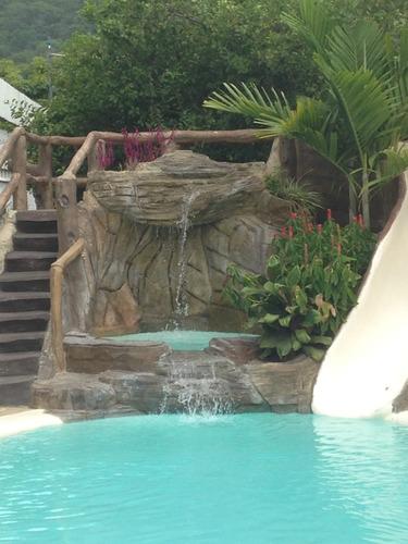 hermosa piscina y caney para fiestas