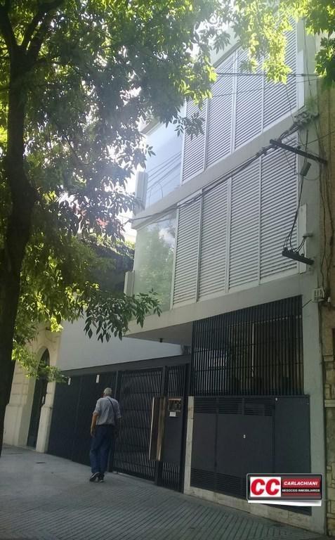 hermosa planta baja de oficinas - calidad superior -patio