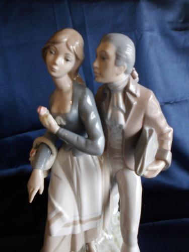 hermosa porcelana zaphir by lladró dama y caballero.
