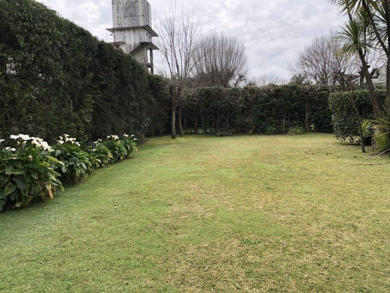 hermosa propiedad con amplio parque en el rodal