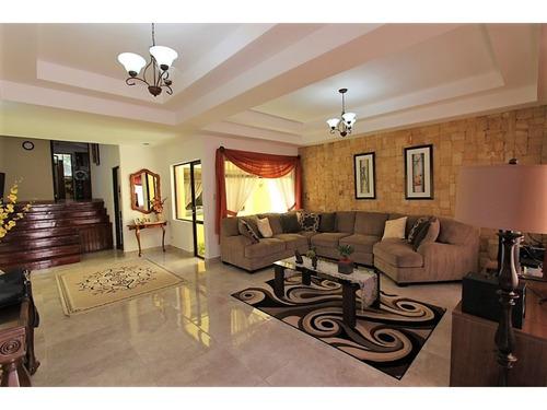 hermosa propiedad con apartamento adicional