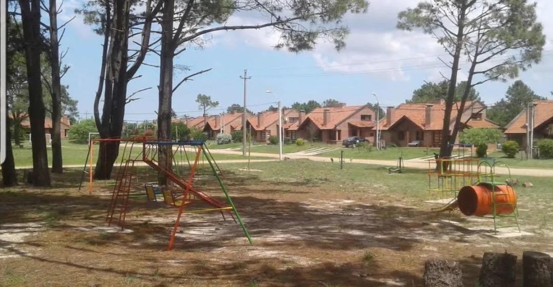 hermosa propiedad de construcción sólida.  barrio privado
