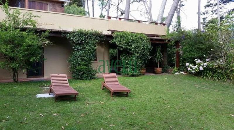 hermosa propiedad en pda 32 de pinares, 6 dorm , 4 baños.- ref: 999