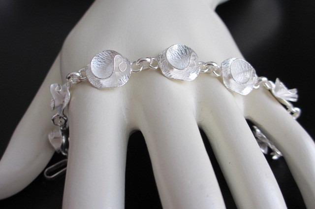 hermosa pulsera de plata 950 con flores