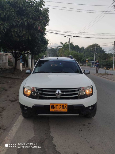 hermosa renault duster full equipo