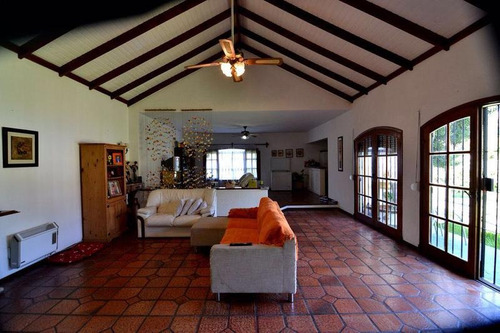 hermosa residencia a metros de la mansa
