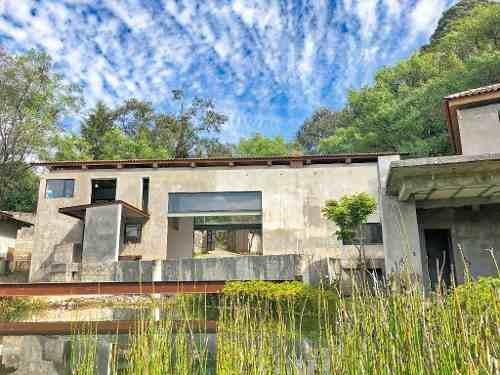 hermosa residencia con 2 estanques de agua
