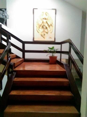hermosa residencia con acabados de lujo y amplios espacios a desnivel