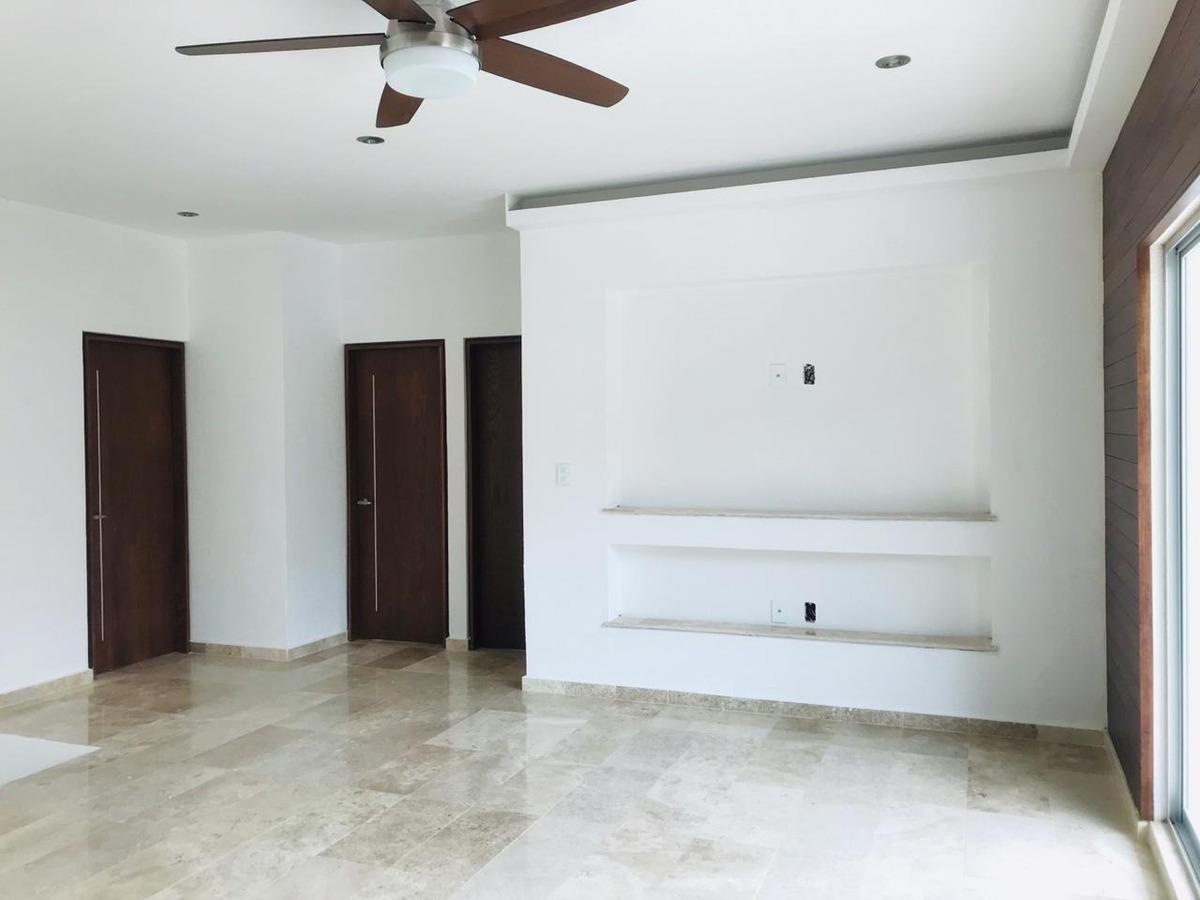 hermosa residencia con excelentes acabados.