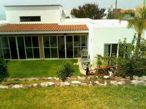 hermosa residencia de autor una sola planta ubicada en vista real corregidora.