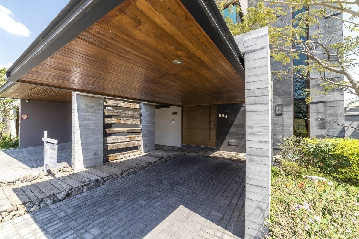 hermosa residencia en cumbres del lago, alberca privada, 4 recamaras, roof gard