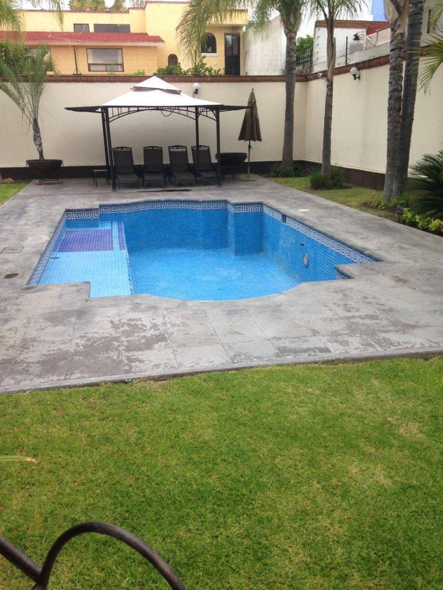 hermosa residencia en jurica con bungalow independiente t.1,050 m2, c.890 m2,..
