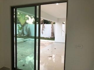 hermosa residencia en venta en conkal con piscina y terreno enorme