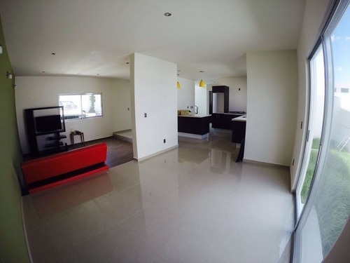 hermosa residencia en venta en el mirador, 3 recamaras, doble altura, de lujo.