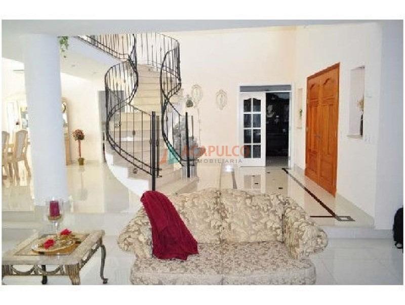 hermosa residencia. excelente diseno y distribucion. amplio hall de recepción. mansa-ref:2271