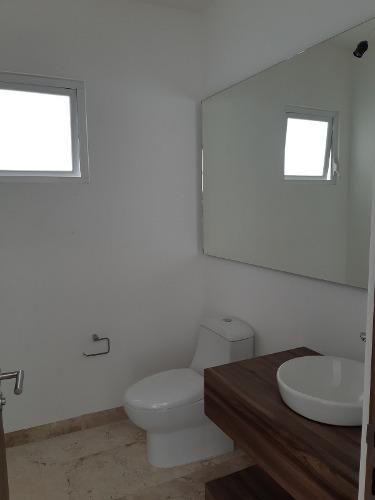 hermosa residencia, lomas de juriquilla, 4ta recámara en p.b, 4 baños, cto serv