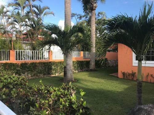 hermosa villa con acceso privado a la playa