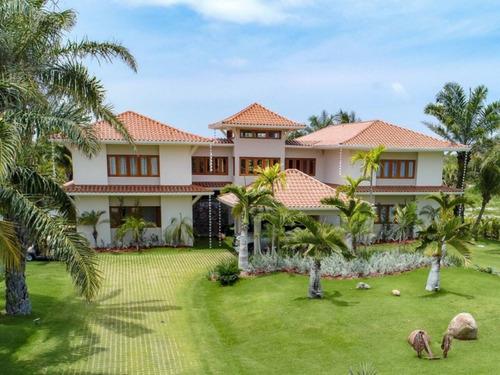 hermosa villa en venta con vista a campo de golf en cap cana