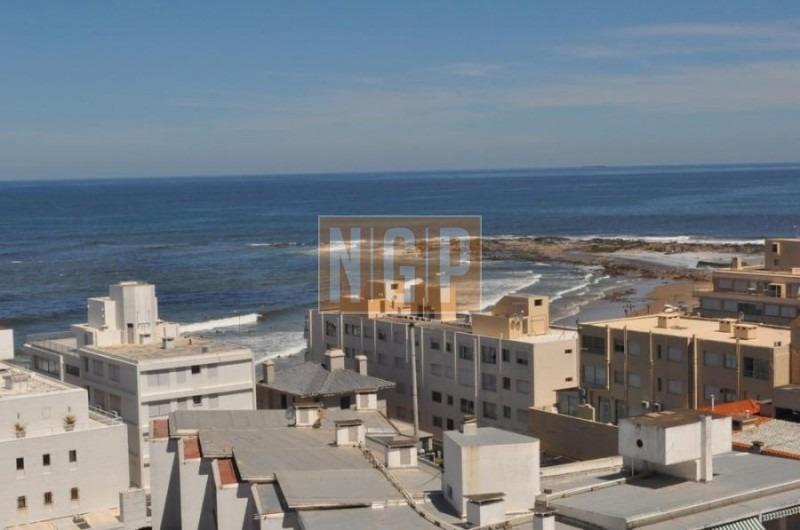 hermosa vista al mar con pileta y serv de mucama en peninsula -ref:26003