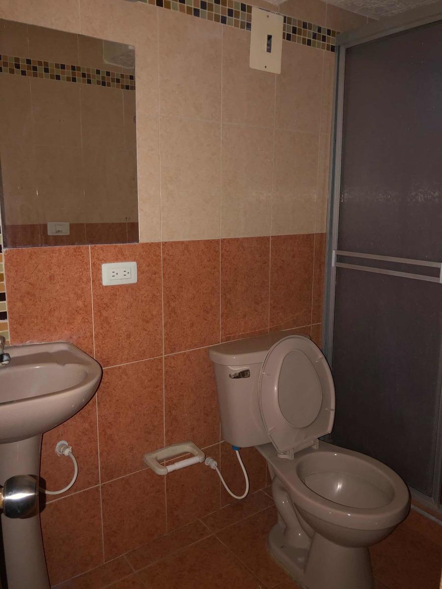 hermosa y amplia casa de 3 pisos, 4 habitaciones, 3 baños