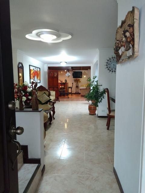 hermosa y amplia casa en la hacienda - cali