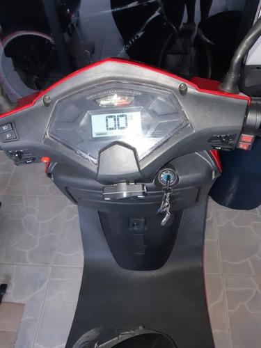 hermosas motos eléctricas scooter