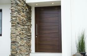 hermosas puertas en madera de cedro al estilo minimalista.