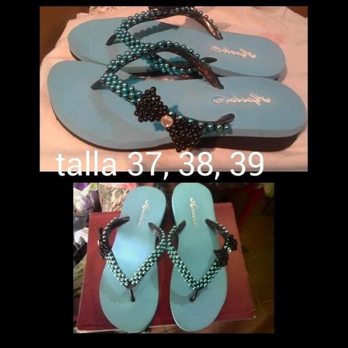 hermosas sandalias decoradas con perlas