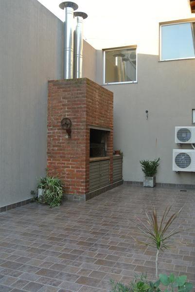hermosisima casa con jardín. doble cochera