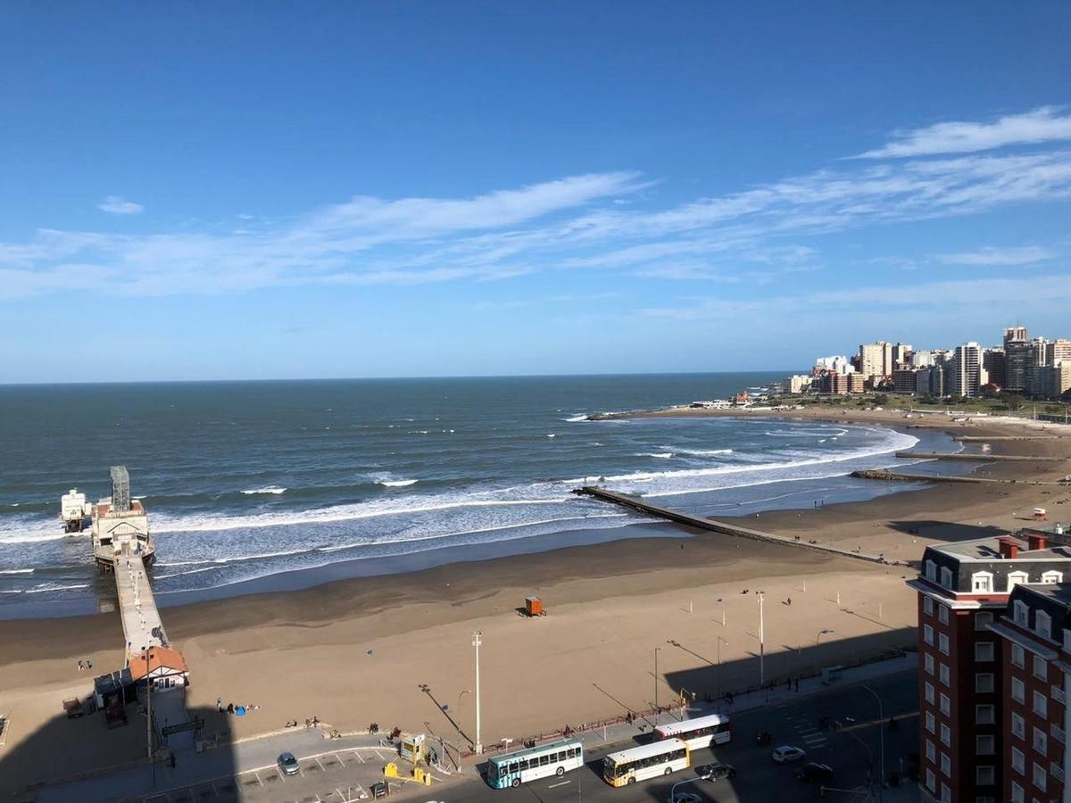 hermoso 3 ambientes con vista al mar y cochera!!