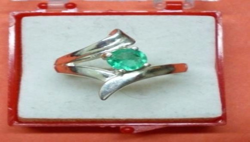 hermoso anillo diseño con esmeralda, plata ley 9,50
