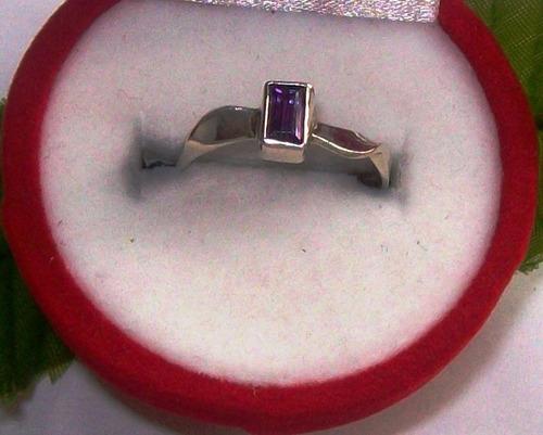 hermoso anillo  solitario plata ley 9,25