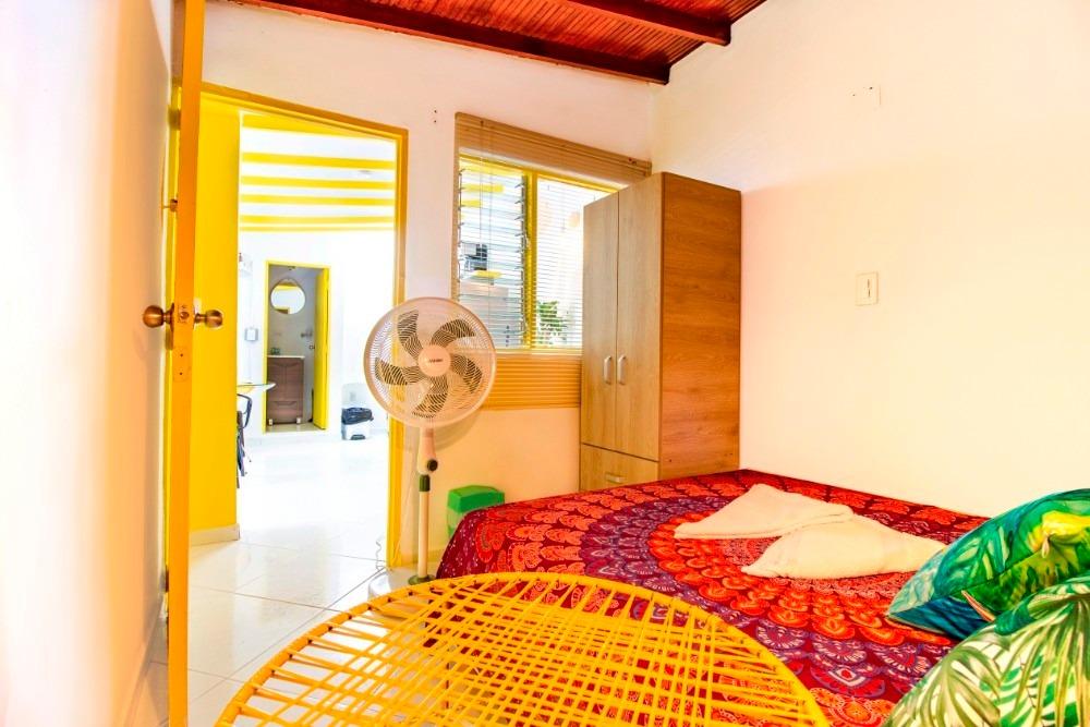 hermoso apartamento amoblado a 1 cuadras del parque poblado