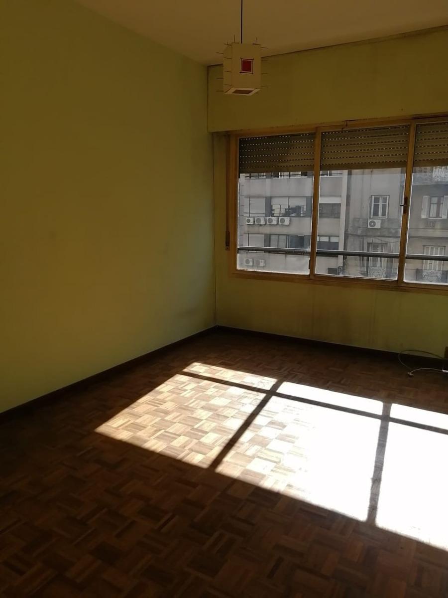 hermoso apartamento en 18 de julio, amplio y luminoso.