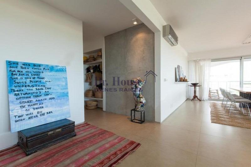 hermoso apartamento en edificio mythos, parada 30 de playa brava-ref:180