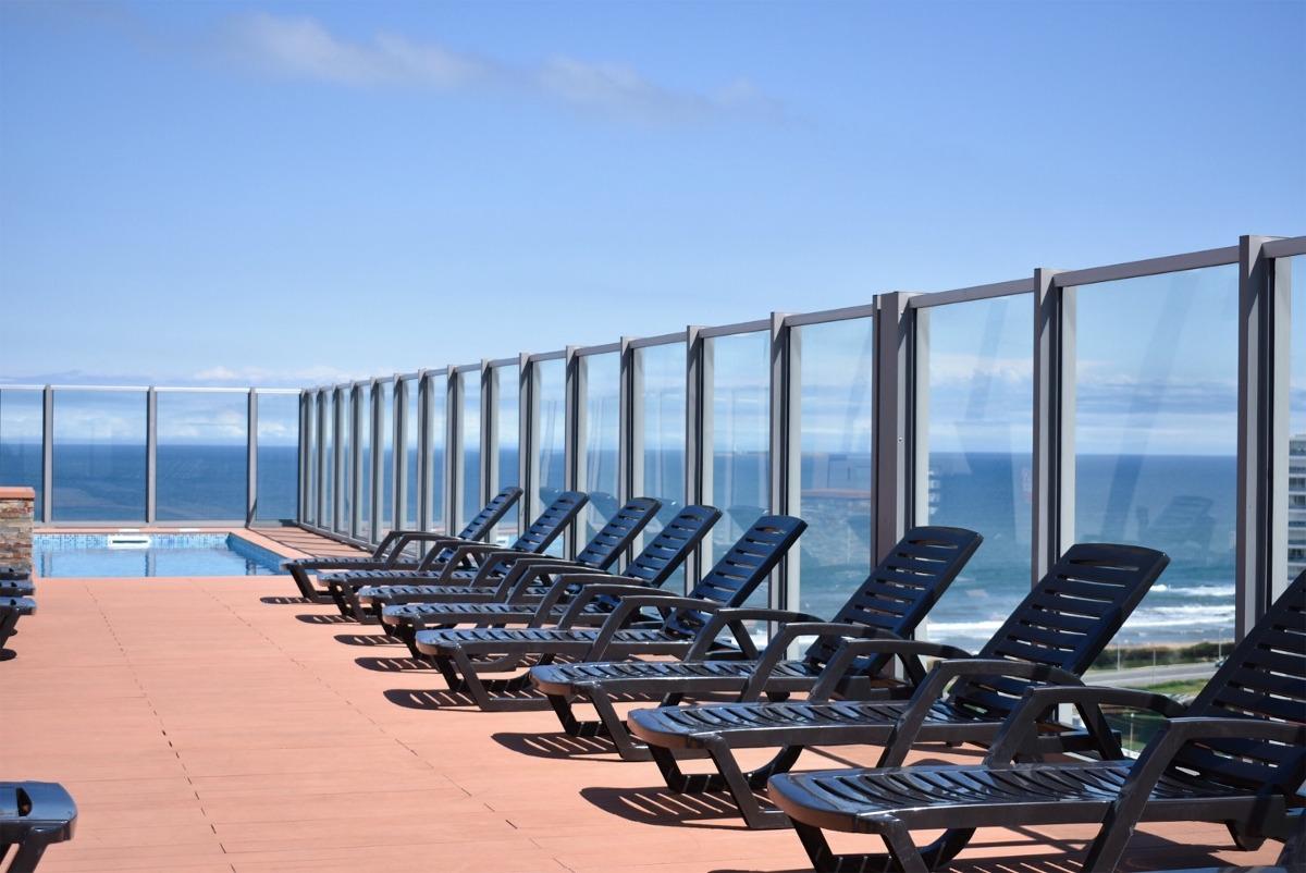hermoso apartamento en playa brava con piscina y cochera