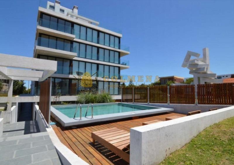 hermoso apartamento frente al mar de 2 dormitorios, 2 baños y garaje. vista al mar.-ref:889