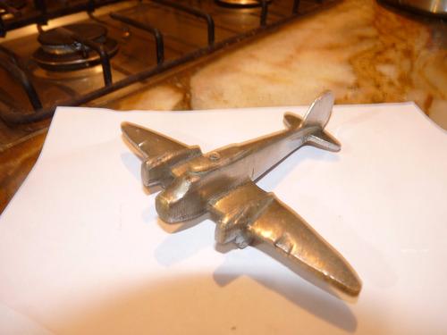 hermoso avion de bronce con  baño plateado