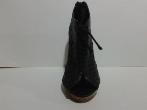 hermoso calzado bata negro con plataforma  36