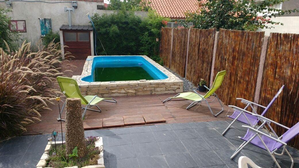 hermoso chalet cinco ambientes, garage trotadora y piscina climatizada