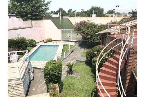 hermoso chalet quincho, piscina y cancha de paddle