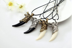 dd01f1d23672 Hermoso Collar Amuleto Dije Colmillo De Lobo Calidad Detalle